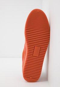 Royal RepubliQ - BOLT SPRINT OXFORD SHOE - Tenisky - orange - 4