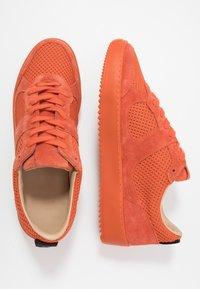 Royal RepubliQ - BOLT SPRINT OXFORD SHOE - Tenisky - orange - 1