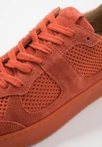 Royal RepubliQ - BOLT SPRINT OXFORD SHOE - Tenisky - orange - 5