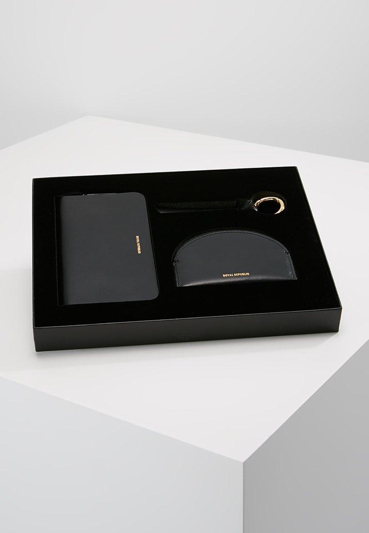 Royal RepubliQ - THE UNIQUE GIFT BOX SET - Peněženka - black