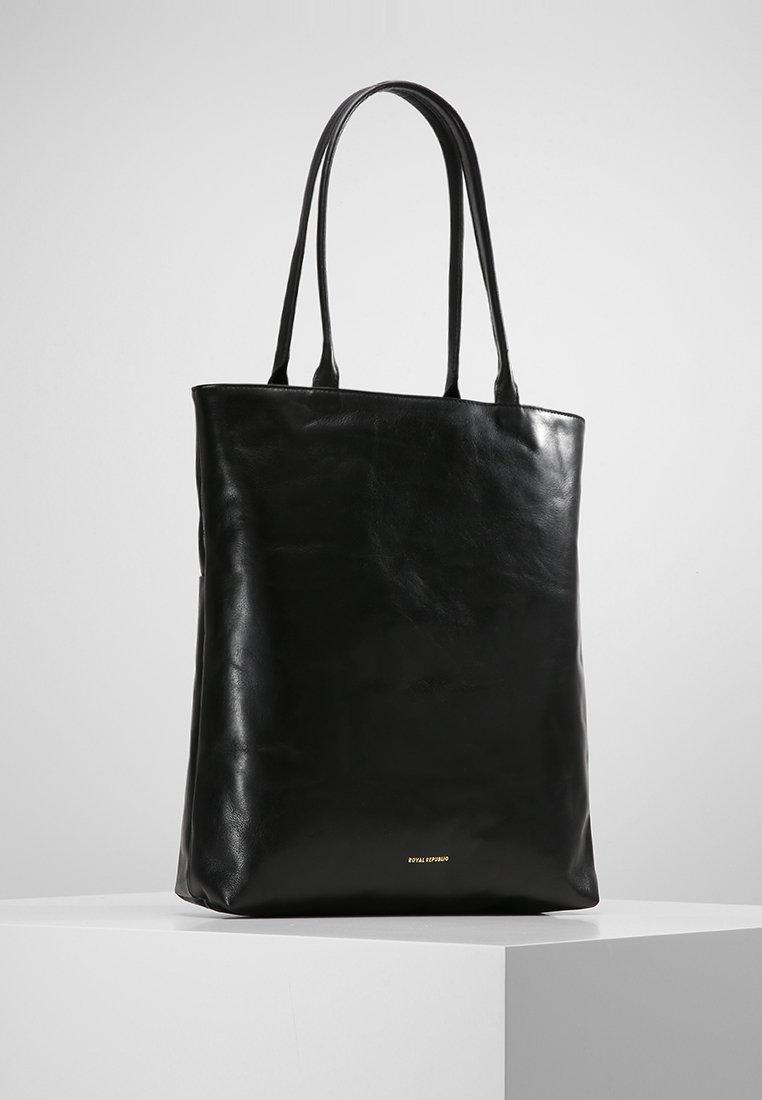 Royal RepubliQ - ESSENTIAL TOTE - Shopping bag - black