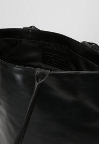Royal RepubliQ - ESSENTIAL TOTE - Velká kabelka - black - 4