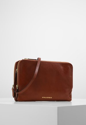 CATAMARAN EVE  - Across body bag - cognac