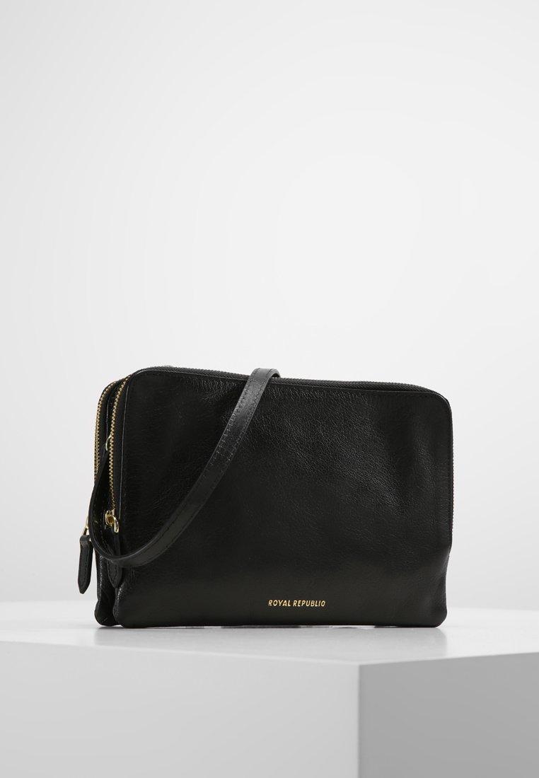 Royal RepubliQ - CATAMARAN EVE  - Across body bag - black