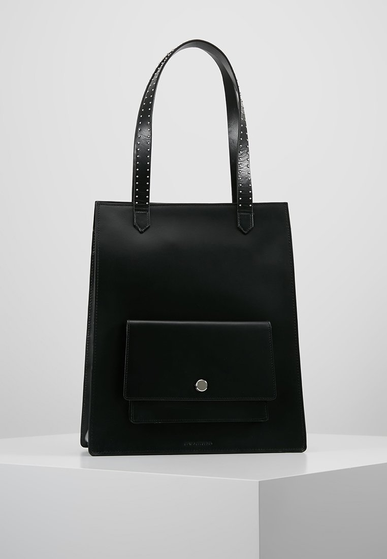 Royal RepubliQ - NEW CONDUCTOR RIVET TOTE - Håndtasker - black