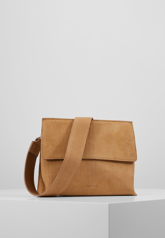 ELITE CORDUROY EVENING BAG - Schoudertas - camel