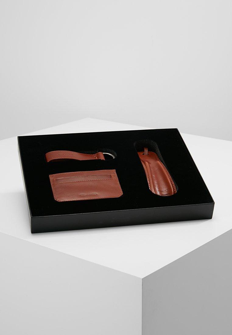 Gift Box The Achiever Republiq Cognac SetPortefeuille Royal fybg76