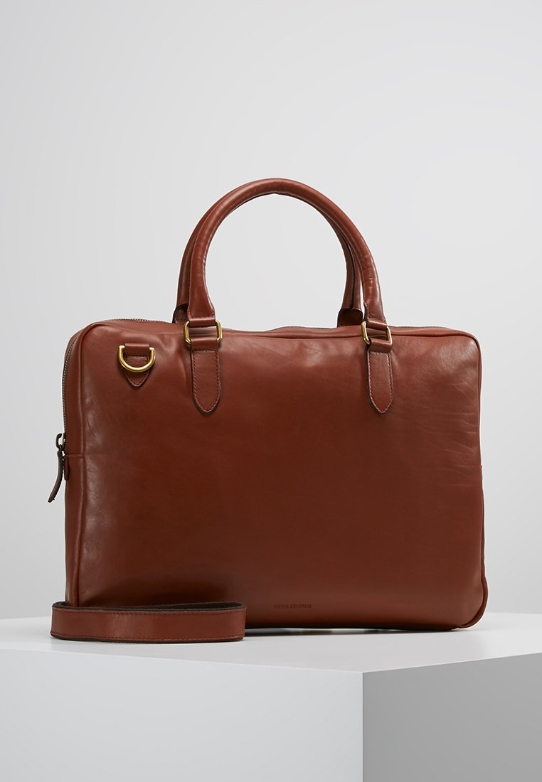 Royal RepubliQ - CAPITAL LAPTOP BAG - Aktovka - cognac
