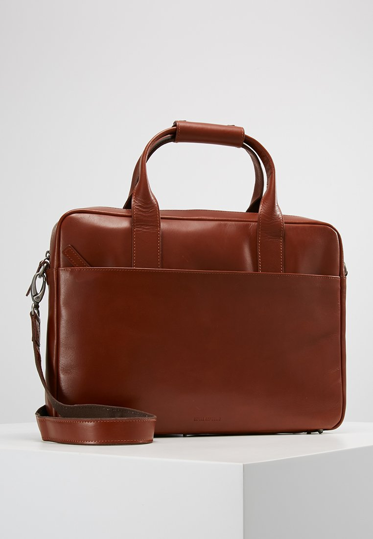 Royal RepubliQ - HUNTER DAY BAG SINGLE - Mallette - cognac