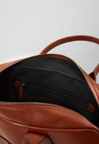 Royal RepubliQ - BULLET LAPTOP BAG - Portfölj - cognac - 5
