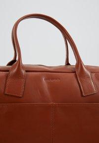 Royal RepubliQ - BULLET LAPTOP BAG - Portfölj - cognac - 7