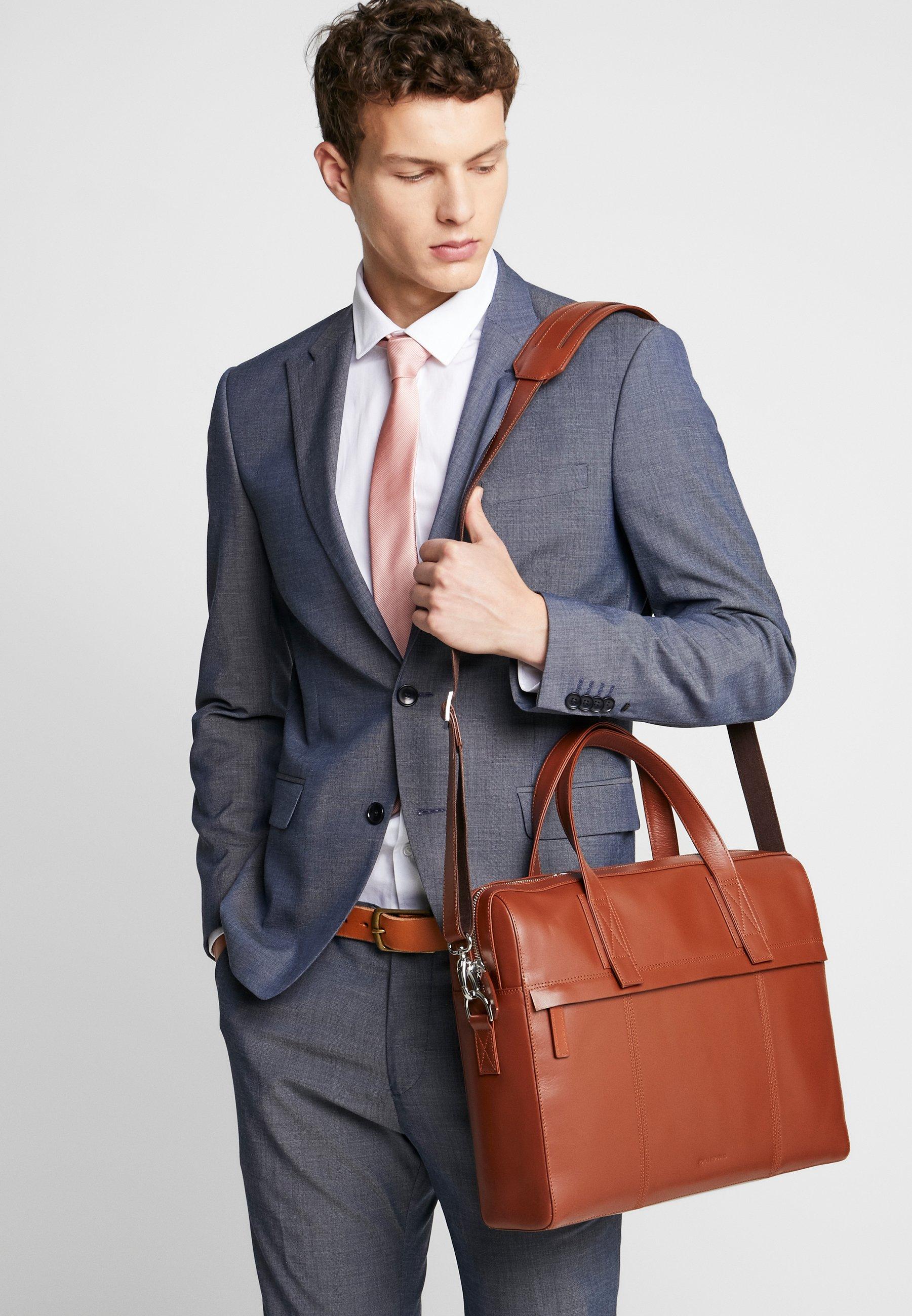Royal Republiq Pursuit Day Bag - Stresskoffert Cognac