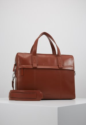PURSUIT DAY BAG - Stresskoffert - cognac