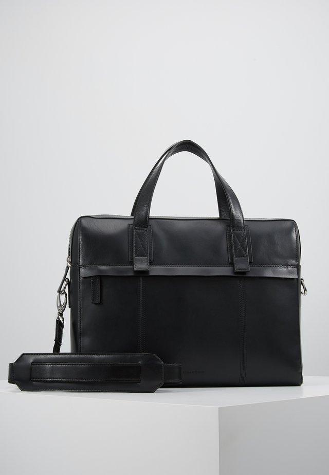 PURSUIT DAY BAG - Attachetasker - black