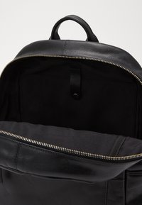 Royal RepubliQ - FOCUS BACKPACK - Batoh - black - 4