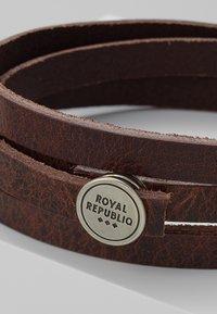 Royal RepubliQ - SPIRAL BRACELET - Armband - brown - 5