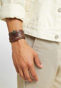 Royal RepubliQ - SPIRAL BRACELET - Armband - brown - 1