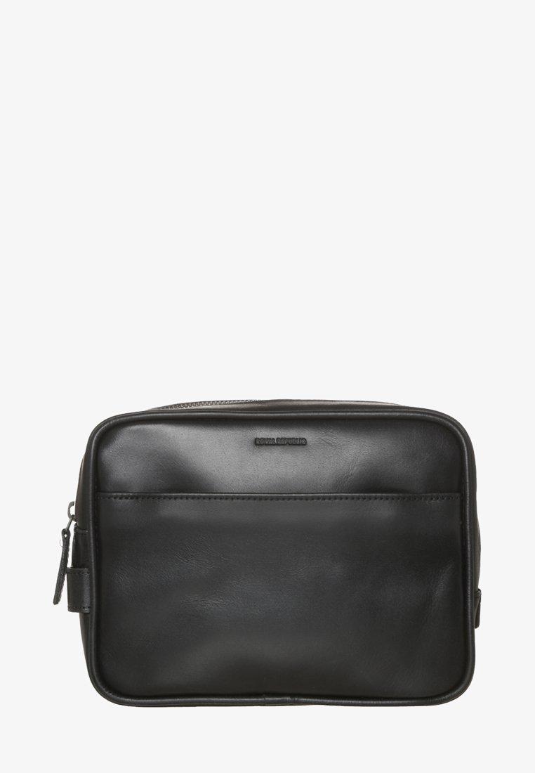 Royal RepubliQ - EXPLORER - Wash bag - black