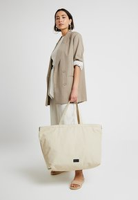 Royal RepubliQ - FJORD - Tote bag - sand - 5