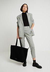Royal RepubliQ - FJORD - Shopping bag - black - 5