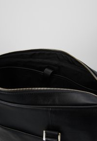 Royal RepubliQ - PIONEER SINGLE DAY BAG - Briefcase - black - 4
