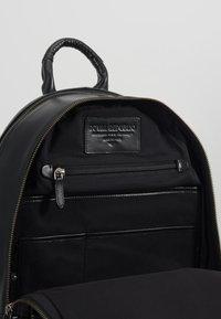 Royal RepubliQ - EXPLORER BACKPACK - Plecak - black - 4