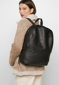 Royal RepubliQ - SEEKER BACKPACK - Reppu - black - 6