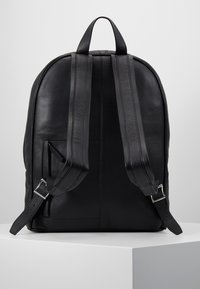 Royal RepubliQ - SEEKER BACKPACK - Reppu - black - 2