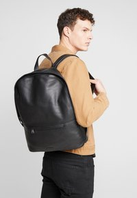 Royal RepubliQ - SEEKER BACKPACK - Reppu - black - 1