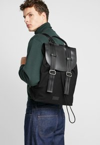 Royal RepubliQ - VERGEBACKPACK - Reppu - black - 1
