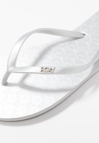 Roxy - VIVA  - Pool shoes - silver - 2