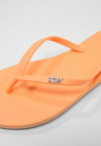Roxy - VIVA  - T-bar sandals - coral - 6