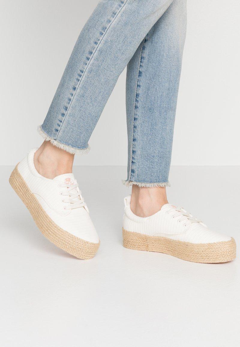 Roxy - SHAKA - Loafers - white