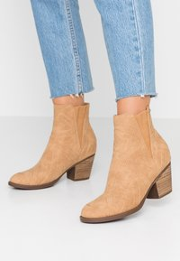 Roxy - RANDALL BOOT - Classic ankle boots - tan - 0
