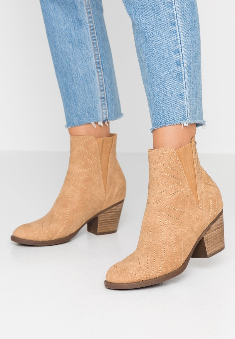 Roxy - RANDALL BOOT - Classic ankle boots - tan