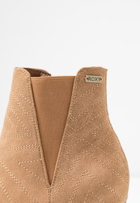 Roxy - RANDALL BOOT - Classic ankle boots - tan - 2
