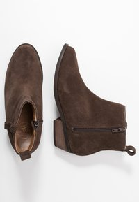 Roxy - ESTEZ BOOT - Classic ankle boots - chocolate - 2