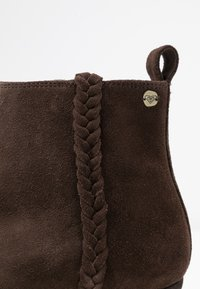 Roxy - ESTEZ BOOT - Classic ankle boots - chocolate - 6