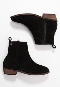Roxy - ESTEZ BOOT - Classic ankle boots - black - 3