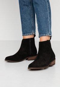 Roxy - ESTEZ BOOT - Classic ankle boots - black - 0
