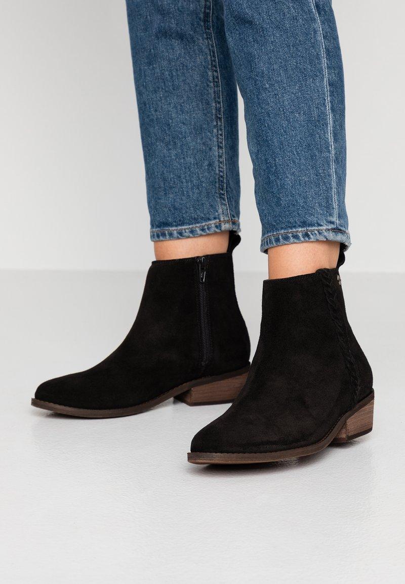 Roxy - ESTEZ BOOT - Classic ankle boots - black