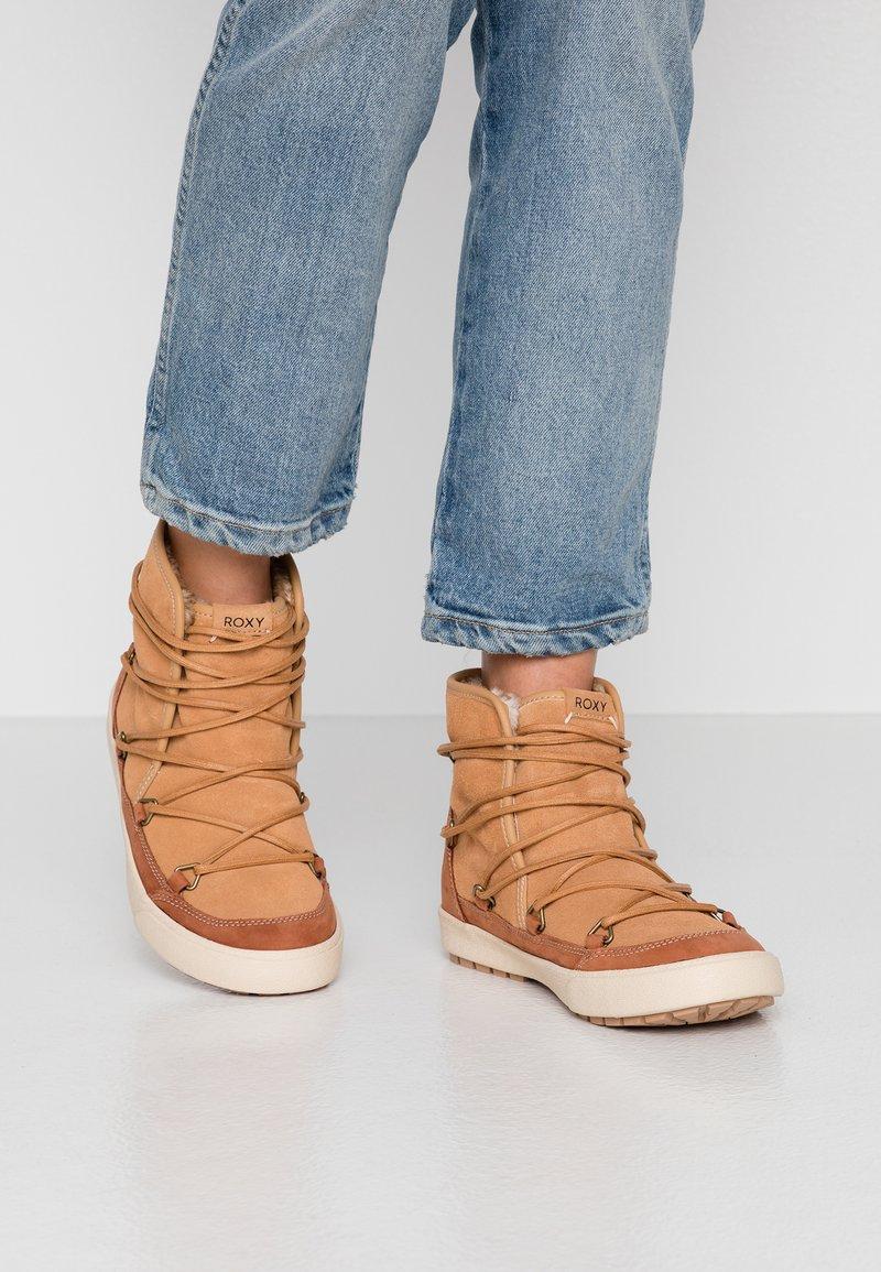 Roxy - DARWIN  - Ankle Boot - camel
