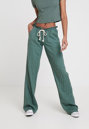 OCEANSIDE PANT - Tygbyxor - duck green
