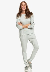 Roxy - JUST YESTERDAY  - Tracksuit bottoms - green - 1