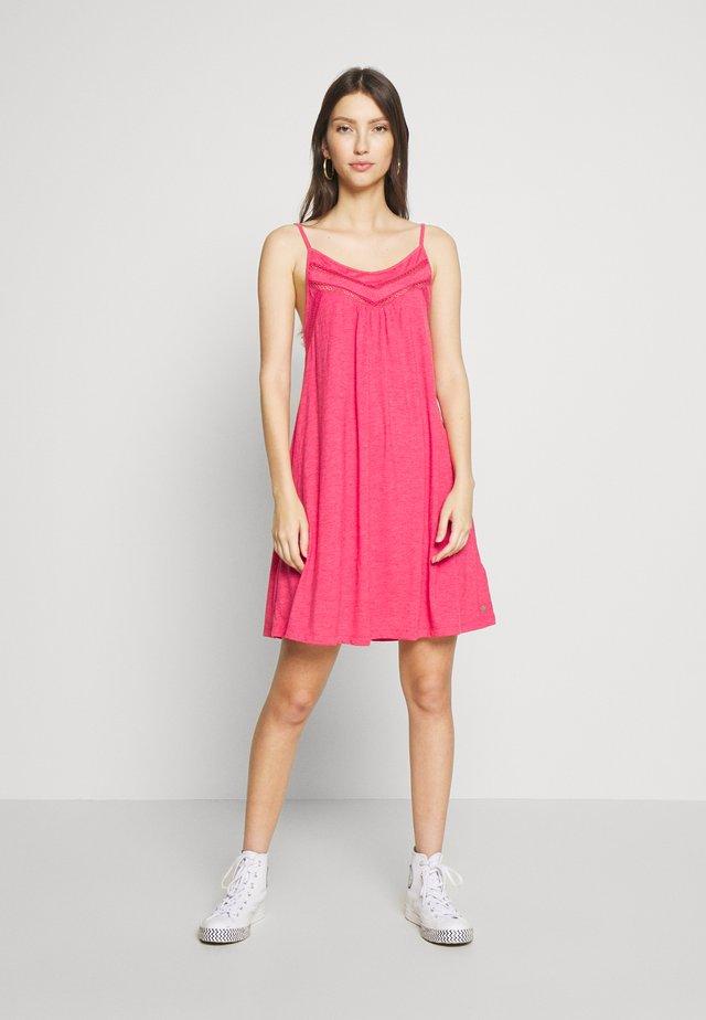 RARE FEELING - Korte jurk - cerise