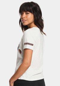 Roxy - FROSTY GARDEN - Print T-shirt - marshmallow - 2
