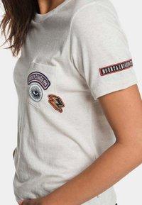 Roxy - FROSTY GARDEN - Print T-shirt - marshmallow - 3