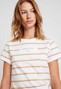 Roxy - NEW YORK MINUTE - T-shirt med print - mauvewood mom tea - 4