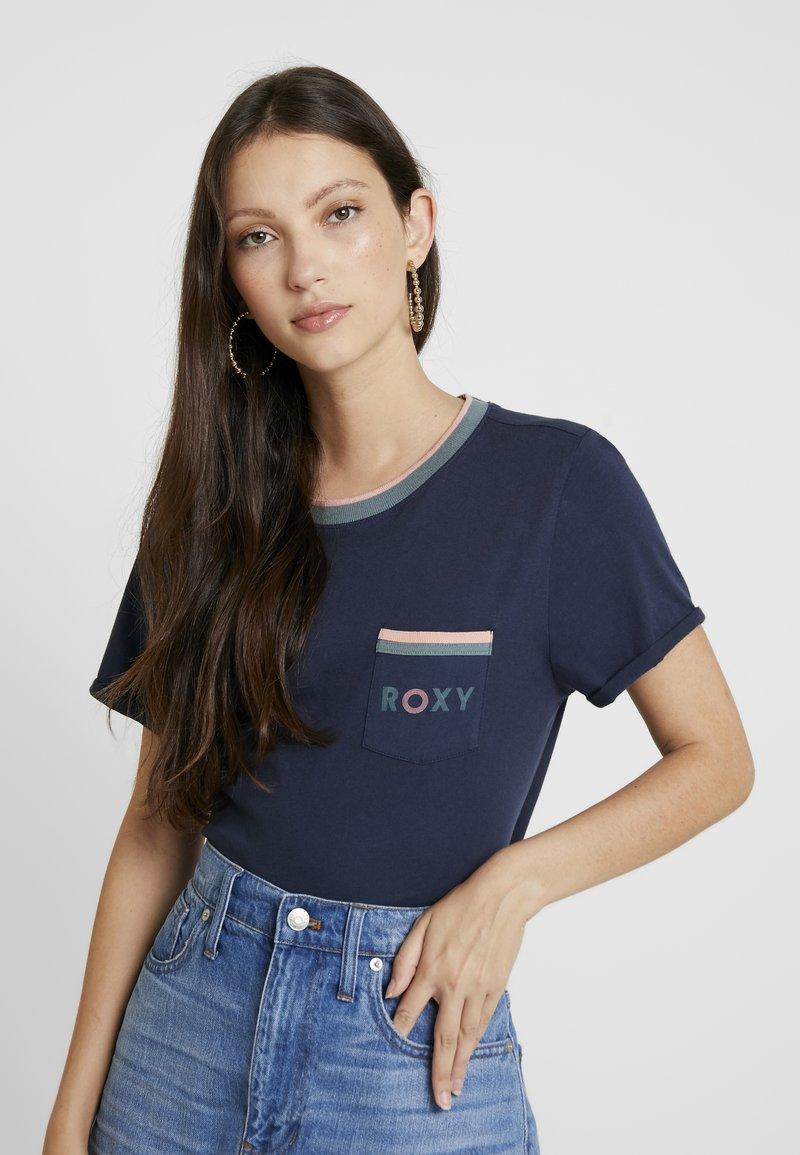 Roxy - BROKEN LINES - T-shirt imprimé - mood indigo