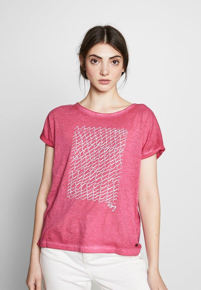 SUMMERTIMEHAPIN - Print T-shirt - cerise